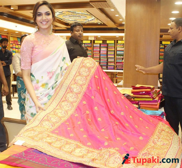 Ritu Varma Inagurate Chennai silks Show room at Mehdipatnam Photos