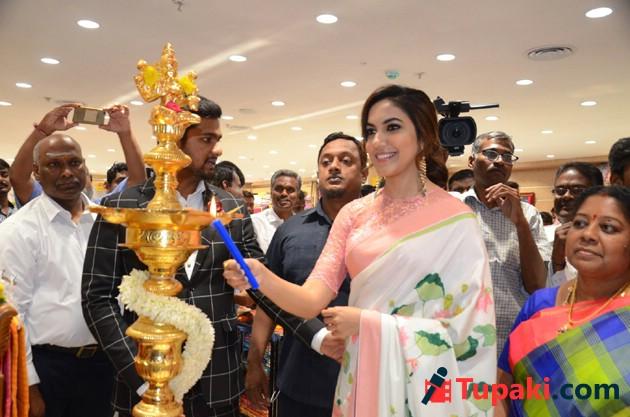 Ritu Varma Inagurate Chennai silks Show room at Mehdipatnam