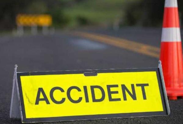 कार खाई में गिरने से एक व्यक्ति की मौत, एक गंभीर घायल