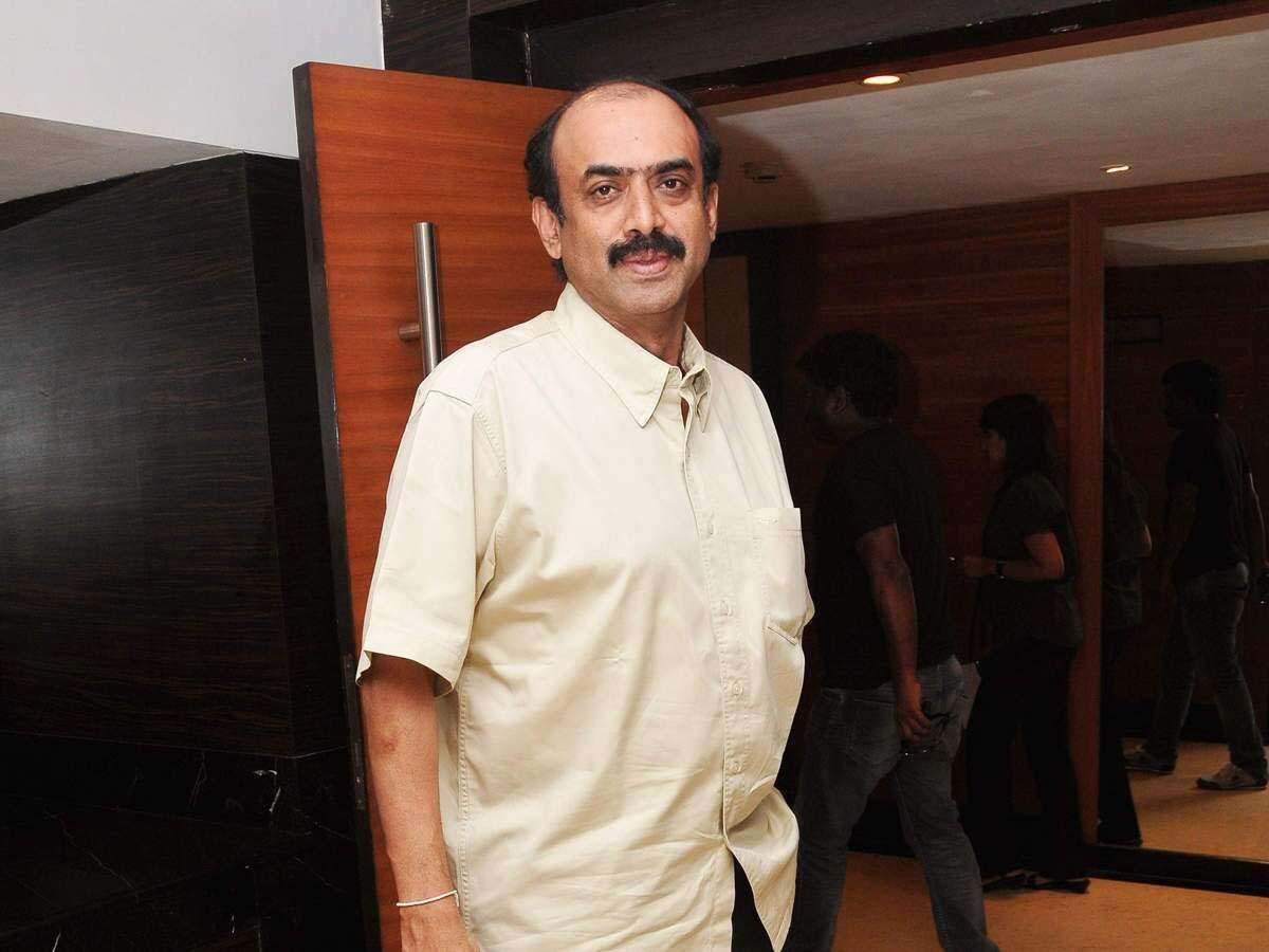 Suresh Babu Invites Nithin Shalini And Nikhil Pallavi To His Palatial Residence Tollywood