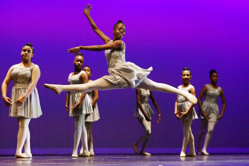 Photo essay: Ballet and modern dance to teach youngsters